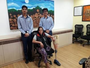 Students source funds to treat guard who lost a leg
