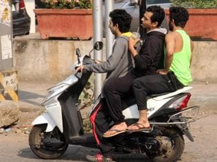 Delhi traffic cops issue fewer challans as commuters low on cash