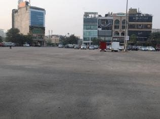 Gurgaon parking lots empty as users don't have cash