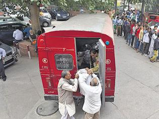Delhiites hold on to the last penny, adopt thrifty measures to get by