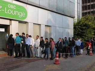 Queues shorten as banks are broke in Gurgaon