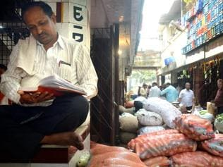 Delay in starting markets in Mumbai pushes farmers towards APMC
