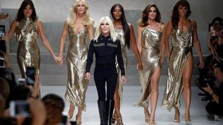 Milan Fashion Week 2018 Versace Goes Punk Wild With Homey Looks Fashion And Trends Hindustan Times