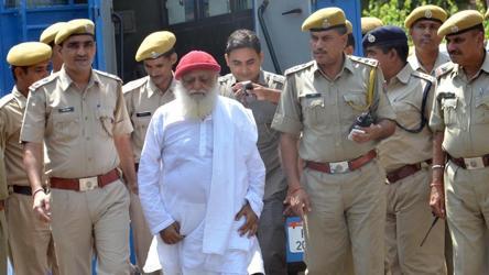 Asaram being taken to court in Jodhpur in September 2013.