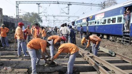 Railway grade 4 employees treated like bonded labourers: Trackman to Piyush  Goyal - india news - Hindustan Times