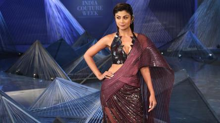 India Couture Week 2018 Day 3 Shilpa Shetty Sizzles As Amit Aggarwal S Showstopper Lifestyle Photos Hindustan Times