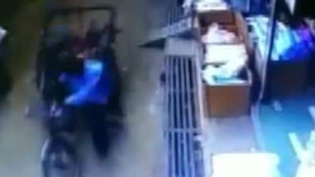 Kid, 3, safe after falling from second floor on moving rickshaw. Watch