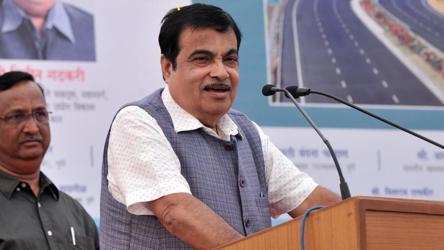 Just before Uddhav signs up with Cong-NCP, a public message from Gadkari