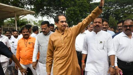 Shiv Sena may back citizenship bill, Uddhav Thackeray to take a call today