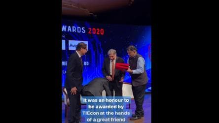 Narayana Murthy touches Ratan Tata's feet. 'Best thing on Internet', says Twitter