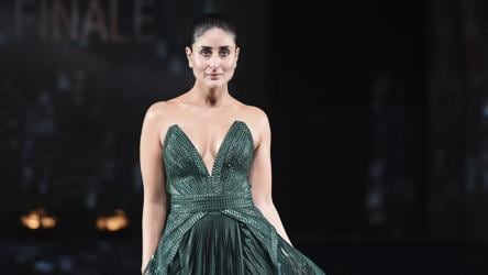 I Am A Hidden Model Kareena Kapoor Turns Showstopper For Amit Aggarwal S Lfw Grand Finale Showcase Fashion And Trends Hindustan Times