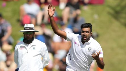 1st Test Day 2: Ishant, late wickets give IND hope, NZ 216/5 at stumps
