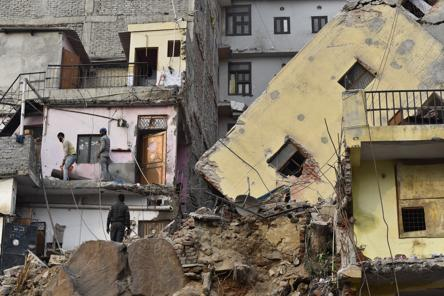 Leaning building of Delhi's Munirka razed in 72-hour-long exercise