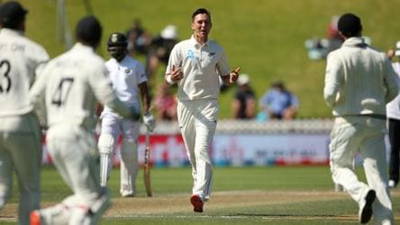 IND vs NZ Live: New Zealand need 9 runs to win