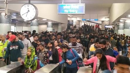 6 held for 'Goli Maaro' slogans in one of Delhi's busiest metro stations