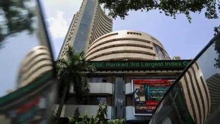 Sensex, Nifty fall as coronavirus cases increase
