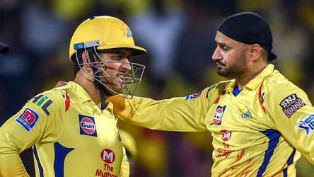Let him get hit: Harbhajan recalls episode of Dhoni's calmness as captain