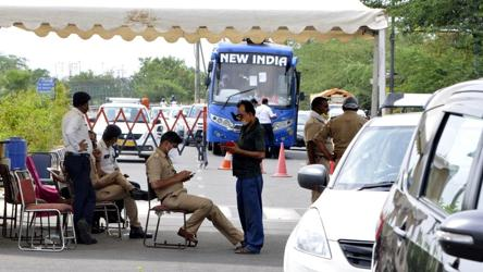 Delhi borders sealed for one week, only essential services allowed