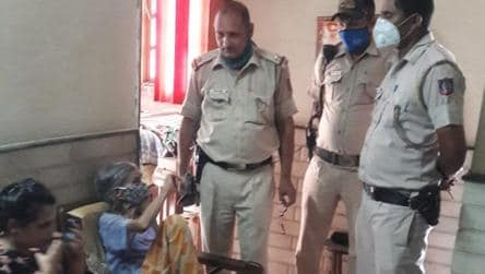 Delhi Police rescues 84-yr-old woman after she accidentally locks herself in bed box