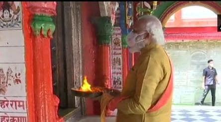 PM Modi in Ayodhya, quick prayer at Hanuman Garhi before bhoomi poojan ceremony