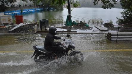 Rain brings Mumbai to halt