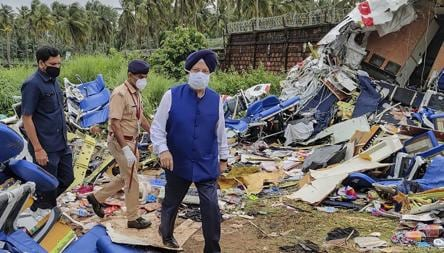 'Spirit of solidarity': Hardeep Puri lauds locals who rescued Kozhikode crash victims