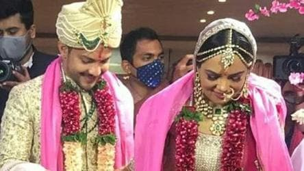Inside Aditya Narayan Shweta Agarwal S Wedding First Pics From Ceremony Are Here Udit Narayan Dances In The Baraat See Here Tv Hindustan Times