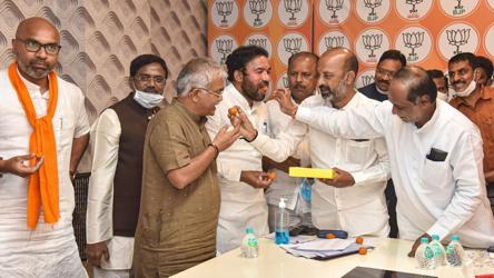 Sweets, crackers: BJP celebrates 'moral victory' in GHMC election - india  news - Hindustan Times