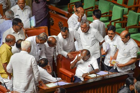 Speaker free to decide but Cong can't compel MLAs to vote in trust vote: SC