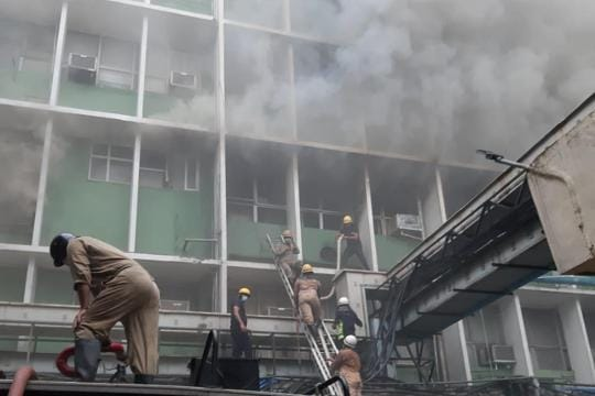 Fire breaks out at AIIMS in Delhi, 22 fire tenders at spot