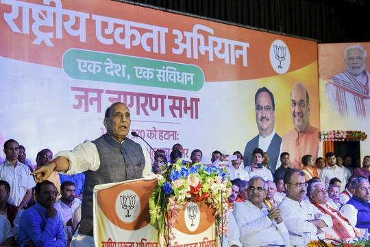 'Don't repeat mistakes of 1965, 1971', Rajnath Singh warns Pakistan