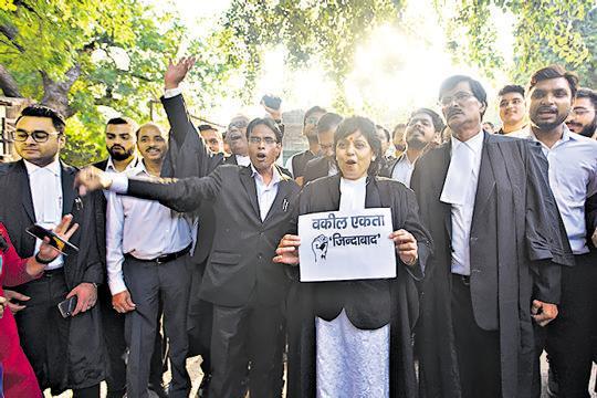 Delhi lawyers suspend 13-day strike, to resume work tomorrow