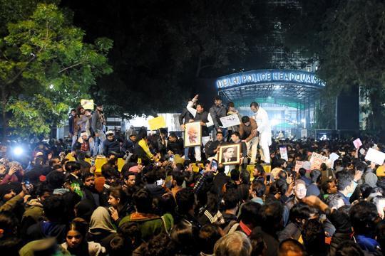 After Aligarh, protests in Hyderabad, Varanasi, Kolkata against Jamia clashes