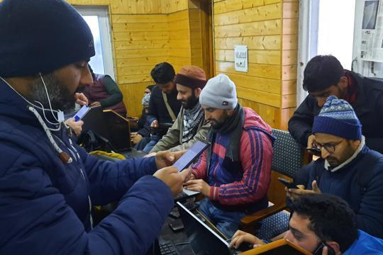 2G mobile internet services being restored in Kashmir from today
