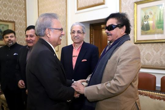 Congress' Shatrughan Sinha calls on Pak President Arif Alvi, discusses Kashmir