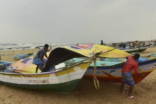 Heavy rains lash Chennai as Tamil Nadu braces for Cyclone Nivar tomorrow