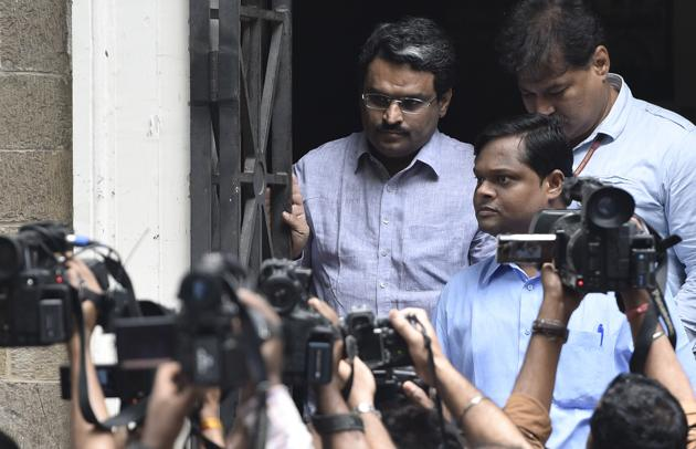 Jignesh Shah being taken to court by Enforcement Department on NSEL scam case in Mumbai July 13, 2016.(HT File)