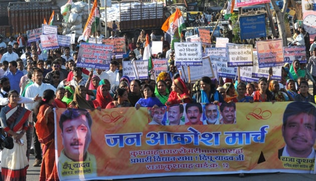 Congress workers take out a rally near assembly constituency number 1 in Indore on Monday.(Shankar Mourya/ HT photo)