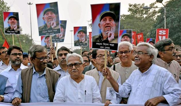 Left Front chairman Biman Bose, CPI(M) state secretary Surya Kanta Mishra and other Left party leaders during a rally to pay respect to Cuban leader Fidel Castro in Kolkata, November 26, 2016.(PTI)