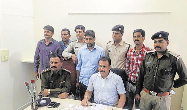 Alok Kumar was detained by police in Itarsi town of Hoshangabad district and Rs 20.78 lakh demonetized Rs 1000 currency notes on Tuesday.(HT photo)