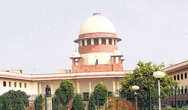 """The Supreme Court on Wednesday asked all cinemas to play the national anthem before a film is screened """"for the love of the motherland"""".(Hindustan Times)"""