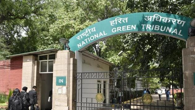 The National Green Tribunal had earlier lashed out at Delhi government for showing 'laxity' while dealing with alarming situation of air pollution and smog in the city.(Hindustan Times)