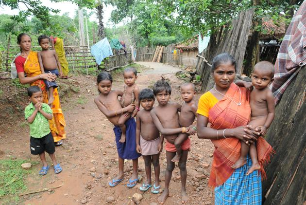 Data from 15 states indicate that four out of 10 children under the age of five are shorter than normal height for their age and almost two out of ten children have low weight for their height.(Diwakar Prasad/HT Photo)