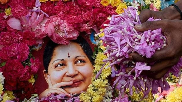 Supporters pay tribute to late Tamil Ndau chief minister J Jayalalithaa in Madurai.(PTI Photo)