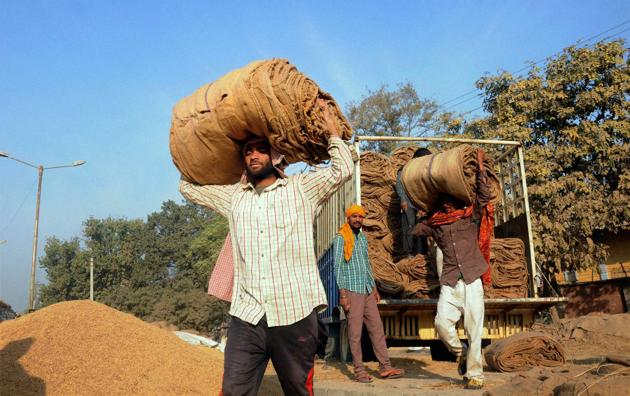 Though small business establishments reported great inconvenience leading to loss of jobs in the unorganised sectors, this is the first big bang closure of an industrial unit after the demonetisation decision.(AP file photo for representation)