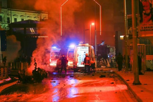 Police arrive at the site of an explosion in central Istanbul, Turkey.(Reuters)