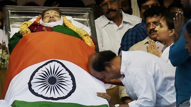 Actor Rajinikanth paying his last respects to AIADMK Supremo J Jayalalithaa, at Rajaji Hall in Chennai on December 6.(PTI)