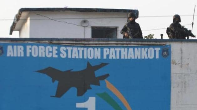 Commando stand guard at the Pathankot airbase during a search operation in Pathankot. Military-grade equipment, including a device used by terrorists during the deadly attack in Punjab last year, can be bought online in India.(Sameer Sehgal/Hindustan Times)