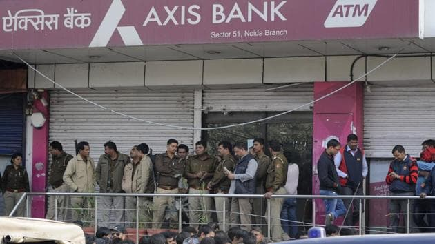 Police at the Axis Bank branch during the IT department raid on Thursday.(Burhaan Kinu/HT)