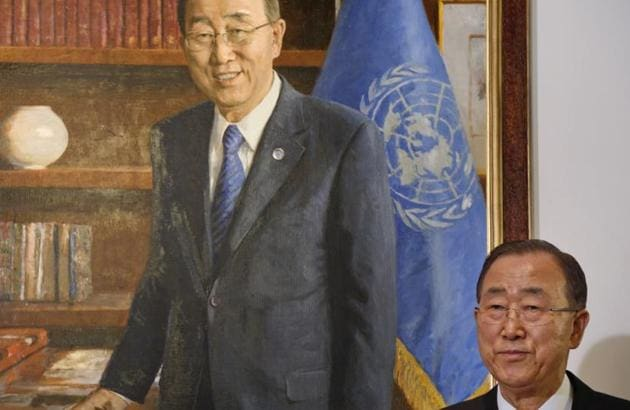 United Nations Secretary-General Ban Ki-moon stands next to his official portrait after it was unveiled at U.N. headquarters on Dec.14.(AP Photo)